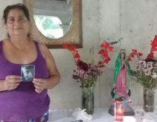 Alicia Aguilar, madre de Celia Aguilar Ochoa, no da crédito de lo ocurrido a sus parientes, quienes buscaban llegar a Estados Unidos de forma ilegal. (Foto Prensa Libre: Alexánder Coyoy)