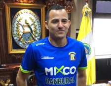 Marco Pappa firma por una año con Deportivo Mixco. (Foto Prensa Libre: Deportivo Mixco)
