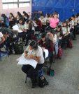 Estudiantes se sometieron a la prueba de graduandos del Ministerio de Educación.    (Foto Prensa Libre: Érick Ávila)