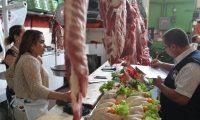 Ministerio de Salud y Agricultura realizan Inspecciones conjuntas , para la vigilancia en expendios de carnes y alimentos en el mercado sur 2 , zona1.                                                                                             Fotograf'a Esbin Garcia 10-04- 2019.