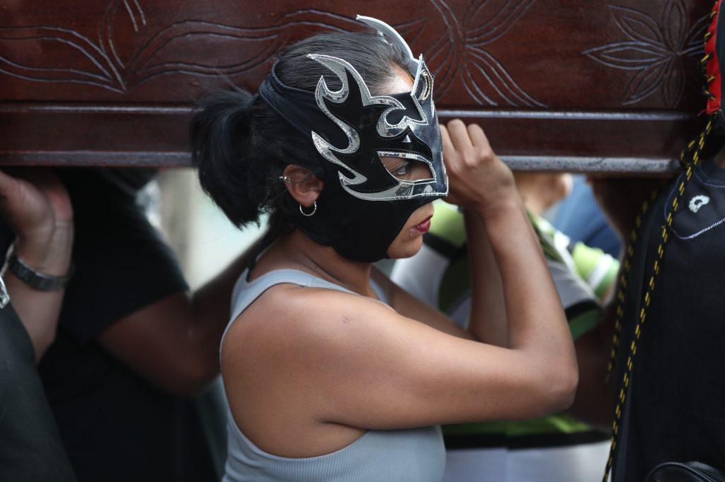 """Princesa Luna es una luchadora que en febrero de este año acompañó a su amiga conocida como """"la Hija del Zorro"""" a su última morada. Foto Prensa Libre: Óscar Rivas"""