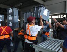 Personal del TSE ultima detalles para el envío de material electoral a las distintas juntas receptoras. (Foto Prensa Libre: Hemeroteca PL)