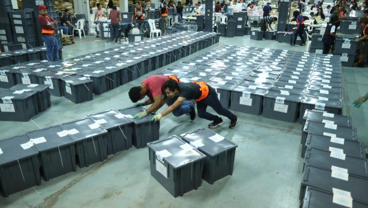 Las cajas de las boletas se encuentran selladas y solo podrán ser revisadas las actas. (Foto Prensa Libre: Hemeroteca PL).