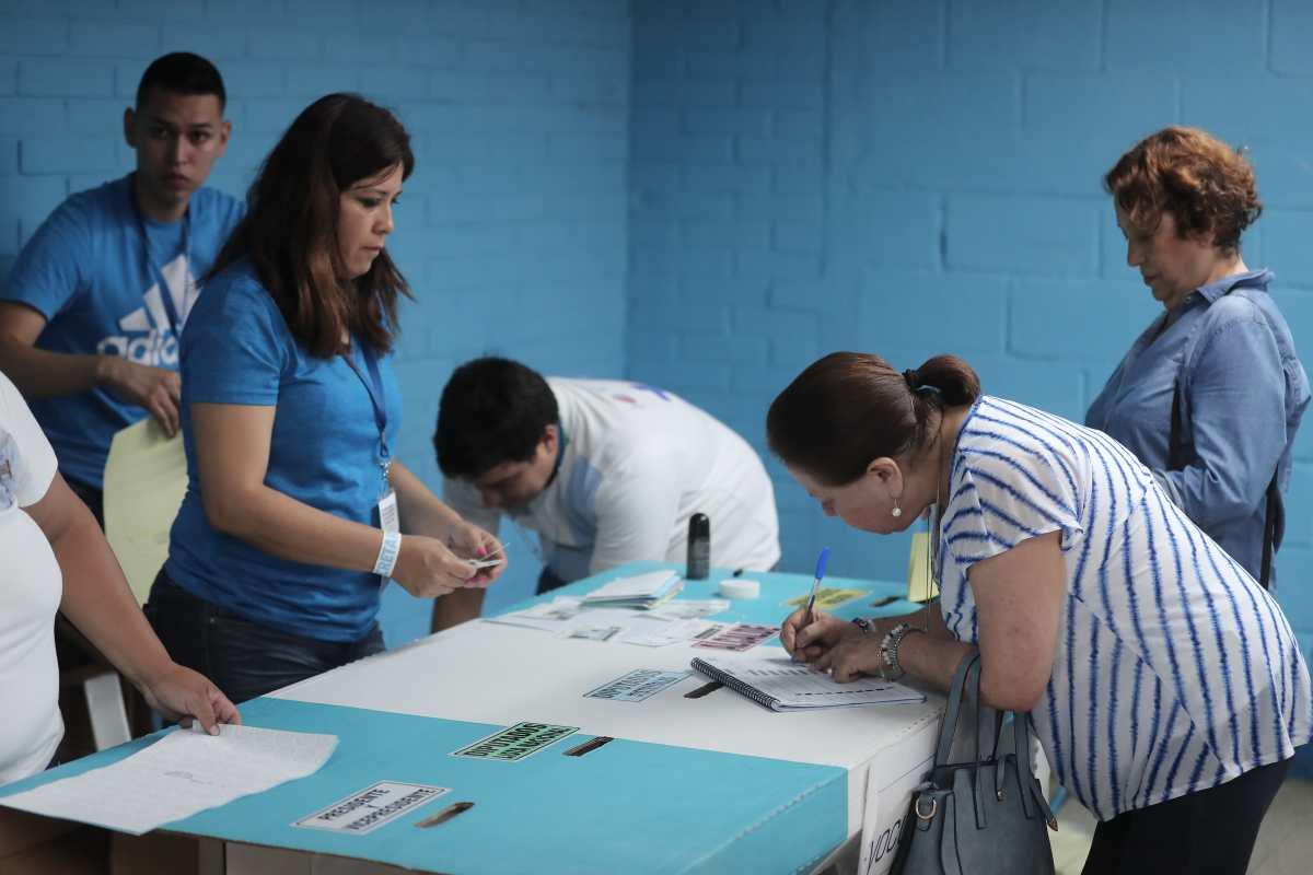 UNE y Vamos esperan cubrir con fiscales el 100 por ciento de mesas de votación