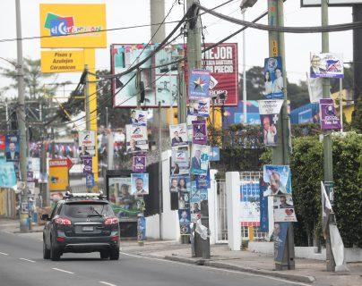 Propaganda política que se utilizó en las elecciones generales 2019 y que aún sigue en las calles y avenidas de la Ciudad de Guatemala. (Foto Prensa Libre: Érick Ávila)