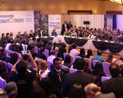 Ministros y representantes de instituciones públicas que participaron en el Presupuesto 2020, presentaron una demanda de Q23 mil millones para el 2020. (Foto Prensa Libre: Esbin García)