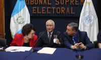 Julio Solórzano, presidente del TSE, en conferencia de prensa donde el Tribunal Supremo Electoral  aseguró que no existe ninguna posibilidad de fraude. (Foto Prensa Libre: Érick Ávila)