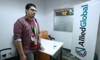 Trabajar en un call center le ha permitido a Kevin Maldonado generar ingresos económicos y aportar en su economía familiar. (Foto Prensa Libre: Esbin García)       Fotograf'a Esbin Garc'a  20-06-2019