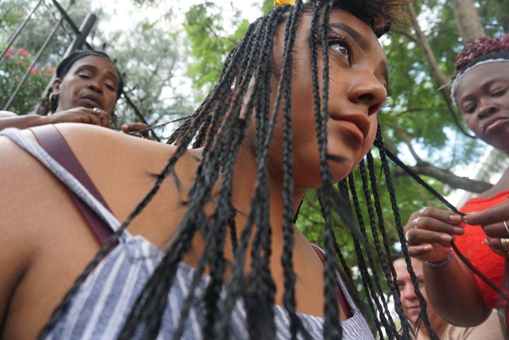 Existen muchos estilos de peinados con trenzas los cuales se pueden realizar. Foto Prensa Libre : Luisa Laguardia