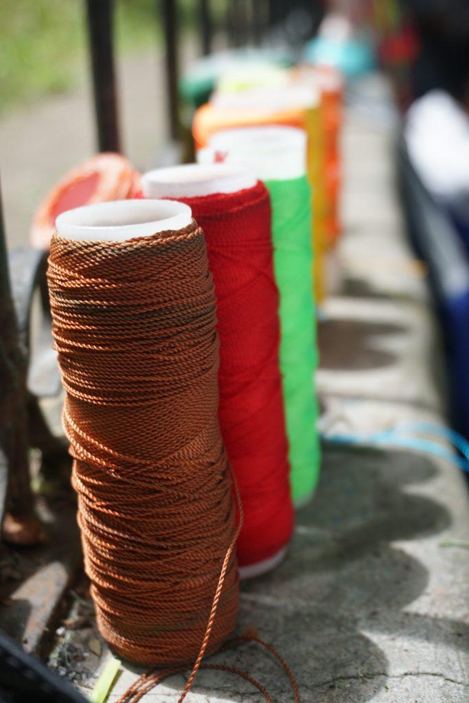 Los materiales que utilizan son de colores vivos representativos de la cultura. Foto prensa Libre: Luisa Laguardia