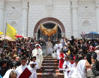 La procesión del Corpus Christi en  Patzún, Chimaltenango es una de las fiestas católicas más significativas. Foto Prensa Libre: Hemeroteca PL)