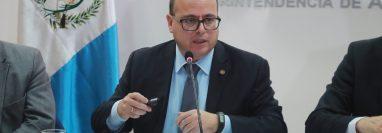 El Directorio de la SAT empezó con la evaluación del superintendente Abel Cruz Calderón y antes del 28 de enero se espera una resolución de la permanencia en el cargo. (Foto Prensa Libre: Hemeroteca)