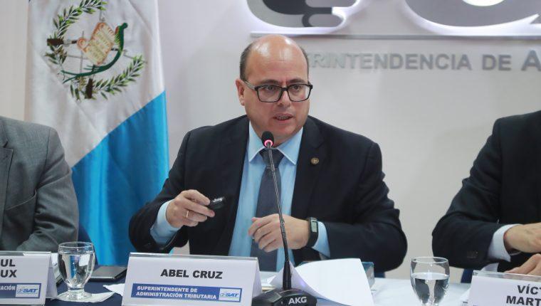 Abel Cruz Calderón fue removido de la jefatura de la SAT.  (Foto Prensa Libre: Hemeroteca)