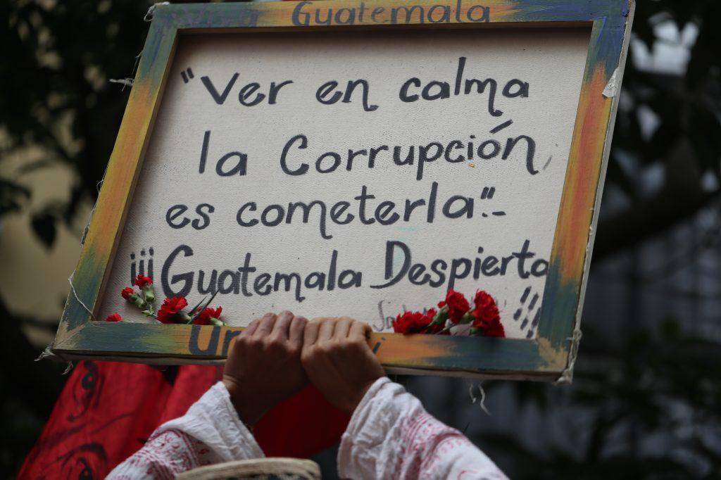 Durante el recorrido se pudo observar también mensajes en contra de la corrupción. Foto Prensa Libre: Óscar Rivas