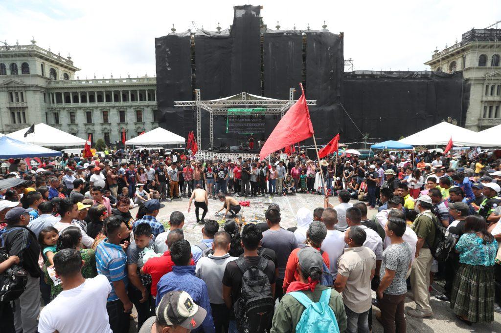Las personas esperaron por la tarde un festival de grafiti y otras expresiones artísticas. Foto Prensa Libre: Óscar Rivas