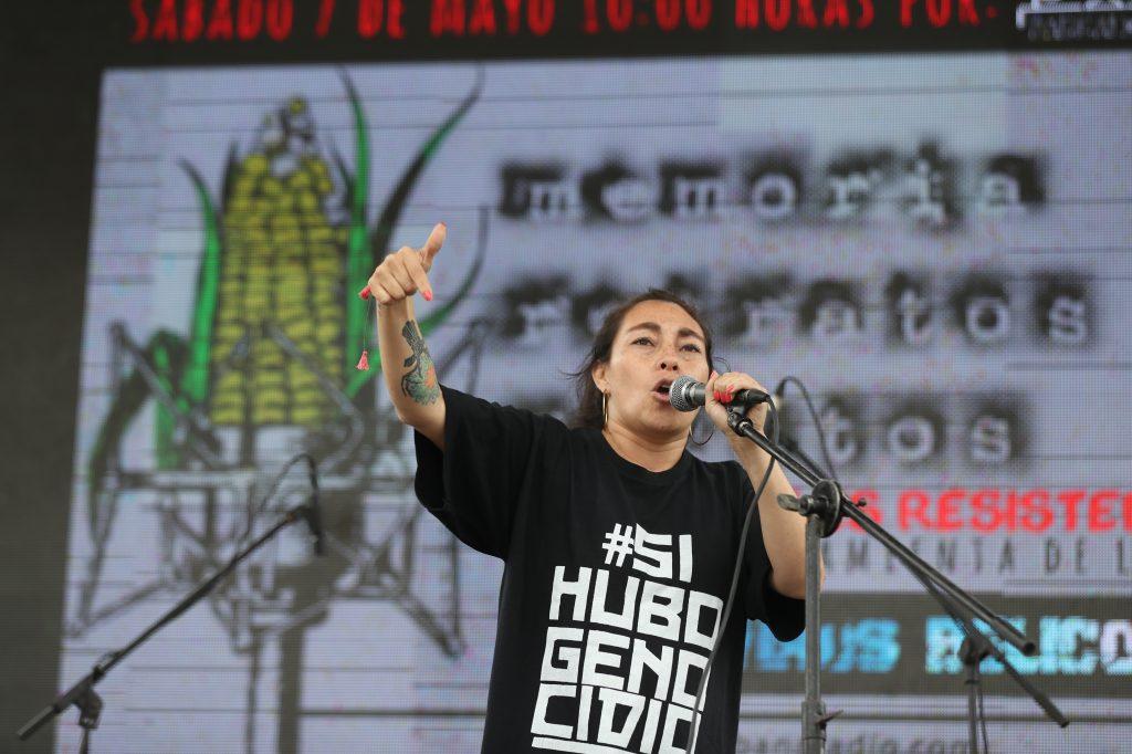 Varios artistas participaron con poesía y canto al culminar la marcha. Foto Prensa Libre: Óscar Rivas