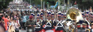 Después de muchos años el Ejército volvió a desfilar en las calles de Guatemala. Foto Prensa Libre: Esbin García