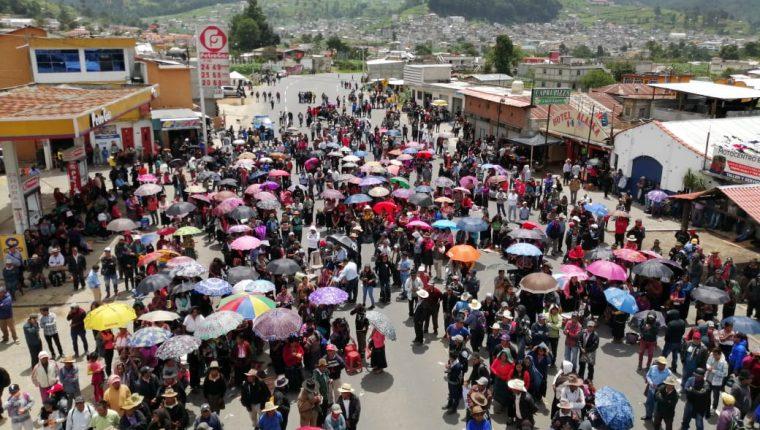Vecinos pidieron al Gobierno la presencia de fuerzas combinadas en el lugar del conflicto. (Foto Prensa Libre: María Longo)