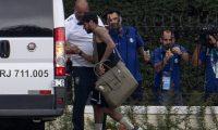 Neymar sigue en problemas, está vez , la policía le incauto su teléfono. (Foto Prensa Libre: Redes)
