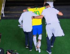 Neymar sale lesionado en el partido amistoso entre Brasil y Qatar. (Foto Prensa Libre: Captura de video)
