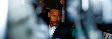 Neymar también abrió el debate cuando fue acusado por una modelo de abuso sexual. (Foto Prensa Libre: EFE)