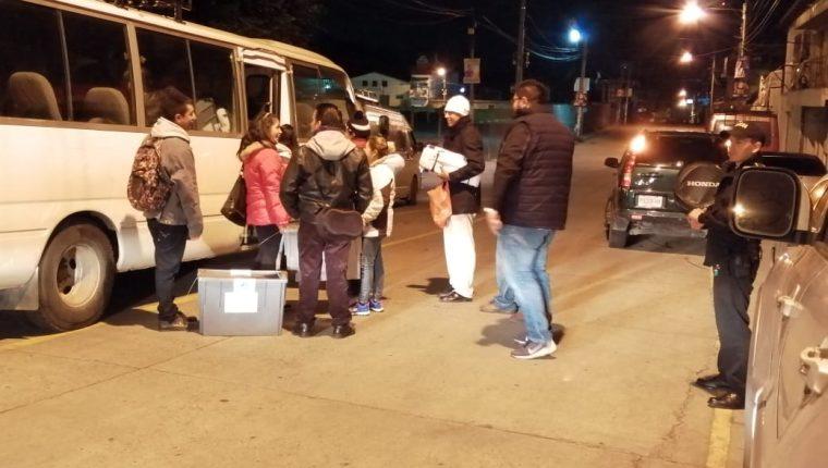 En Ocós, San Marcos, se ha visto complicado el traslado de material electoral a los centros de votación. (Foto Prensa Libre: Cortesía).