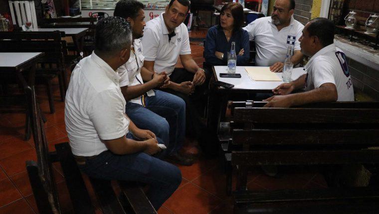 Cinco candidatos a la alcaldía de Escuintla interpusieron una denuncia el MP por el supuesto incremento del padrón electoral. (Foto Prensa Libre: Carlos Paredes)