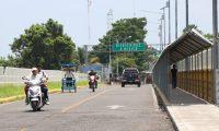 En la frontera con México, pocos migrantes llegan para ingresar por la aduana. (Foto Prensa Libre: Whitmer Barrera)