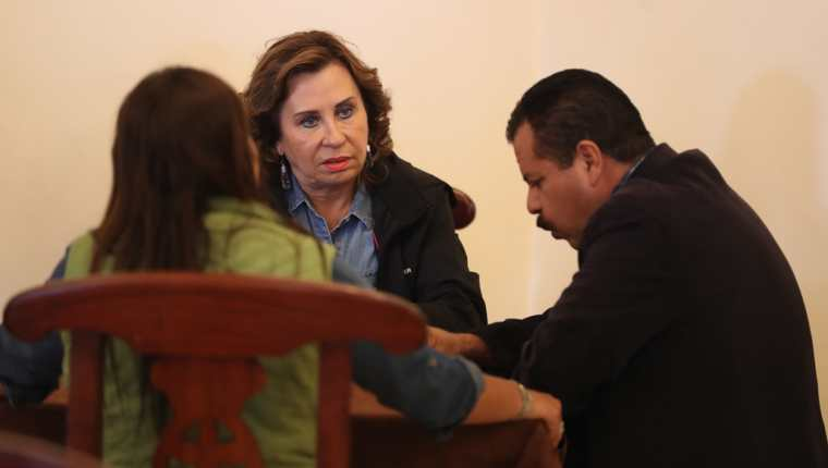 Sandra Torres, candidata de la UNE se reunió con Juan Fernando López, alcalde electo de Quetzaltenango. (Foto Prensa Libre: Mynor Toc)
