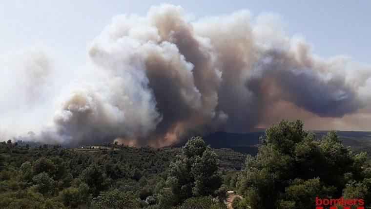 Incendio que afecta a España en plena ola de calor. (Foto Prensa Libre: AFP).