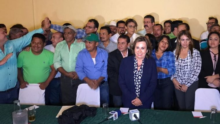 Sandra Torres, candidata a la presidencia, en conferencia de prensa. (Foto Prensa Libre: Carlos Hernández)