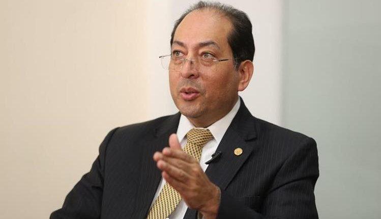 Sergio Recinos, presidente del Banguat, dijo que lo ideal es que la economía crezca entre 4.5% a 5% que es el potencial de crecimiento. (Foto Prensa Libre: Hemeroteca)