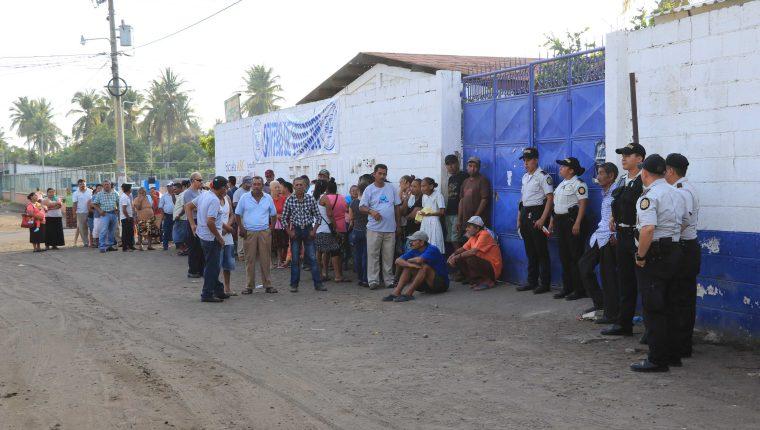 Por diferentes motivos las juntas electorales departamentales y municipales decidieron cambiar varios centros de votación. (Foto Prensa Libre: Hemeroteca PL)