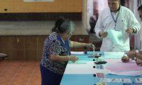 Ciudadanos emiten su sufragio durante las elecciones generales celebradas el pasado 16 de junio de 2019. (Foto Prensa Libre: Hemeroteca PL)