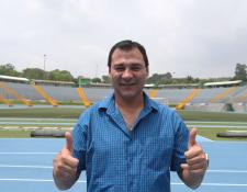El técnico argentino Mauricio Tapia está feliz de su nueva aventura con Comunicaciones. (Foto Prensa Libre: Francisco Sánchez)