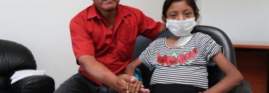 Ofelia Navas Cruz, de 15 años, sueña con seguir estudiando, pues desde que se enfermó su asistencia a la escuela ha sido irregular. (Foto Prensa Libre: César Pérez Marroquín)