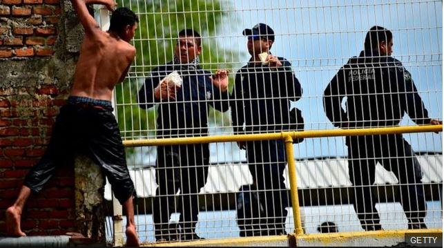 """Los riesgos del """"muro militar"""" con el que el gobierno de AMLO se comprometió a frenar la migración para evitar los aranceles de EE. UU."""