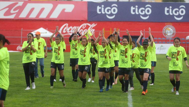 Unifut Rosal conquistó un nuevo cetro, después de haber nivelado 1-1 contra Deportivo Xela, en el Mario Camposeco. (Foto Prensa Libre: Mynor Toc).