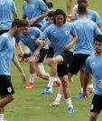 Los jugadores de la selección de fútbol de Uruguay se alistan para el juego contra los peruanos. (Foto Prensa Libre: AFP)