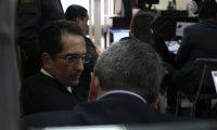 El exministro de Economía, Víctor Manuel Asturias Cordón y Luis Gerardo Marroquín Villacorta, comparecieron en el Juzgado Cuarto Penal. (Foto Prensa Libre: (Noé Medina)