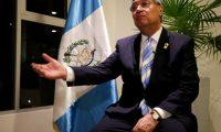 """QUI01. QUITO (ECUADOR), 28/06/2019.- El vicepresidente de Guatemala, Jafeth Cabrera, habla durante una entrevista con Efe este 27 de junio de 2019 en Quito (Ecuador). Cabrera aseguró que su país no puede albergar ni financiar la estadía de miles de migrantes dentro de un plan como """"tercer país seguro"""" y que lo único que busca es una """"comisión de alto nivel"""" que resuelva el problema. EFE/José Jácome"""