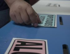 Los votos emitidos por los guatemaltecos serán contabilizados a mano, uno por uno. (Foto Prensa Libre: María René Barrientos)