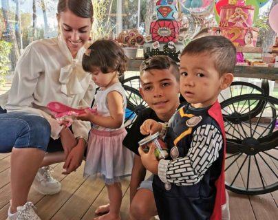 Los mellizos de Cristiano Ronaldo cumplen 2 años. (Foto Prensa Libre: @Georginagio/Instagram)