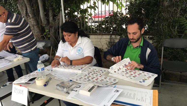 Los votos por  los listados distritales y nacional daban una ventaja considerable al partido UNE. (Foto Prensa Libre: Marco López)