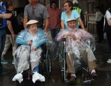 Los esposos González Meoño acudieron a votar en la zona 1. Foto Prensa Libre Raúl Juárez.