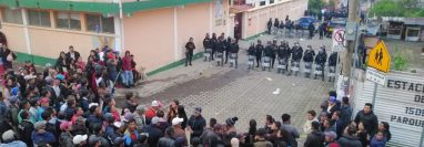 La PNC resguarda el lugar ante posibles disturbios de vecinos.(Foto Prensa Libre: Whitmer Barrera)