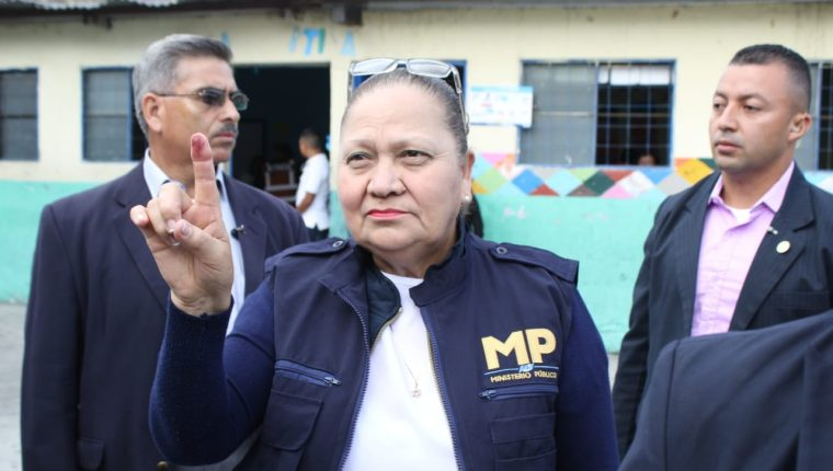 La jefa del MP, Consuelo Porras votó en la zona 4 de Mixco. (Foto Prensa Libre: Cortesía MP)