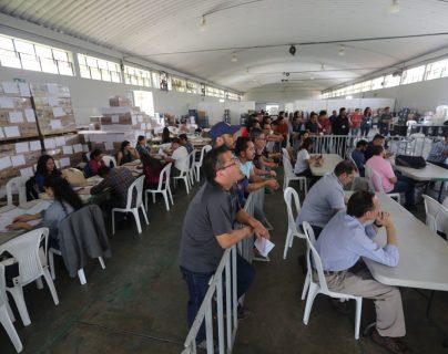 Reunión de fiscales de partidos políticos y el TSE. (Foto Prensa Libre: Érick Ávila)