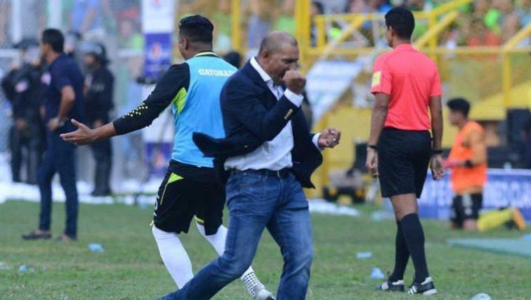 El entrenador salvadoreño, Zarco Rodríguez, tiene amplia experiencia en el futbol del área. (Foto Prensa Libre: Medios de El Salvador)