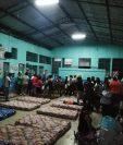 El Hospital  de Coatepeque colapsó por la cantidad de pacientes. (Foto Prensa Libre: Alex Coyoy)